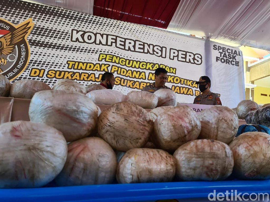 Penampakan 402 Kg Sabu Hasil Penggerebekan Rumah di Sukabumi