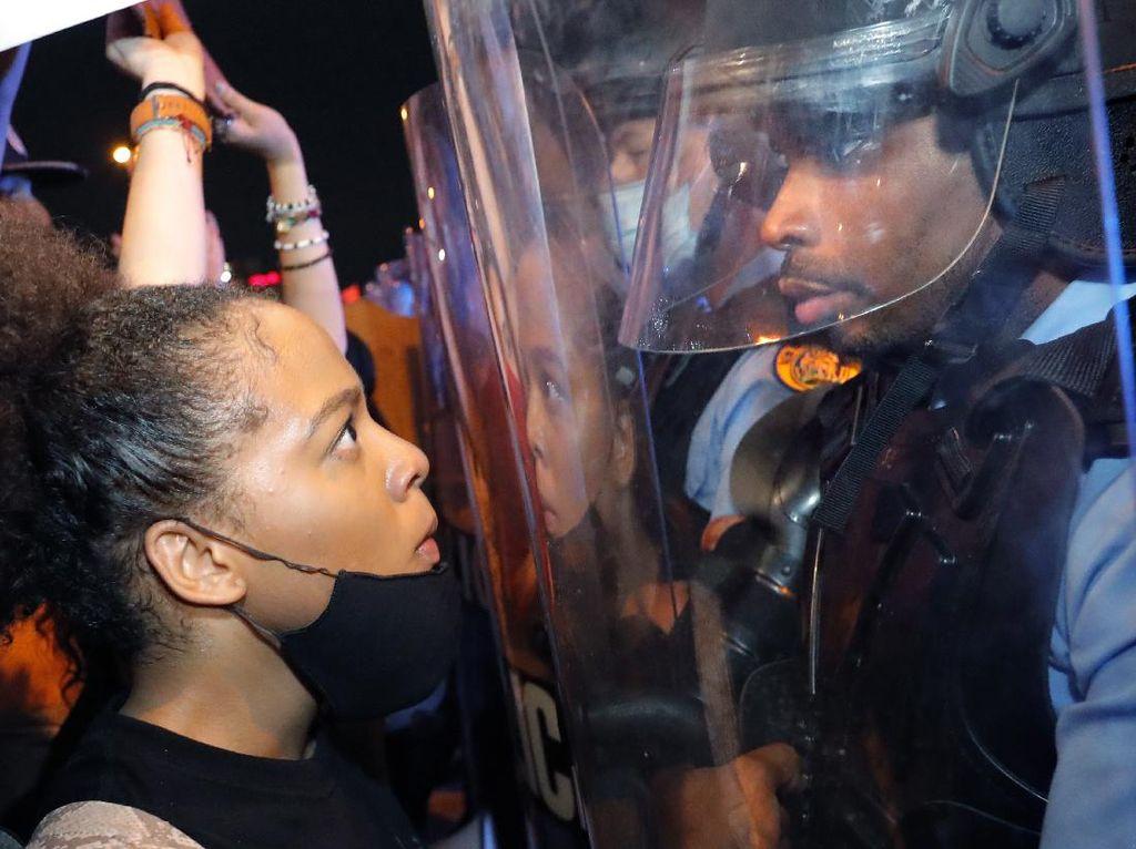 New York Adopsi Undang-undang untuk Perangi Kebrutalan polisi
