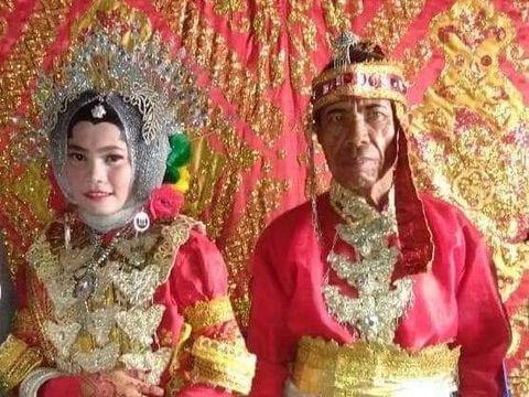 Seorang pria berstatus duda, Aman (50) asal Maros, Sulawesi Selatan (Sulsel) mempersunting gadis usia 17 tahun, Sarfika.