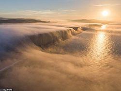 Terhipnotis Indahnya Air Terjun Berkabut di Dorset Inggris