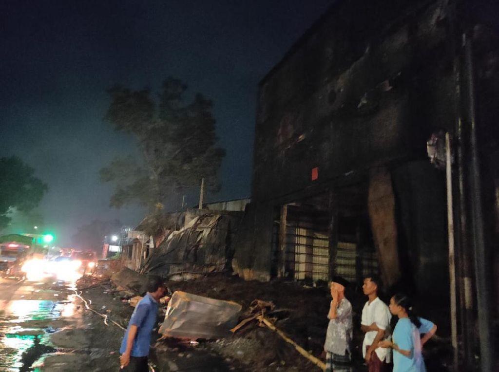 Setelah 23 Jam, Kebakaran Gudang Ban di Kudus Akhirnya Padam