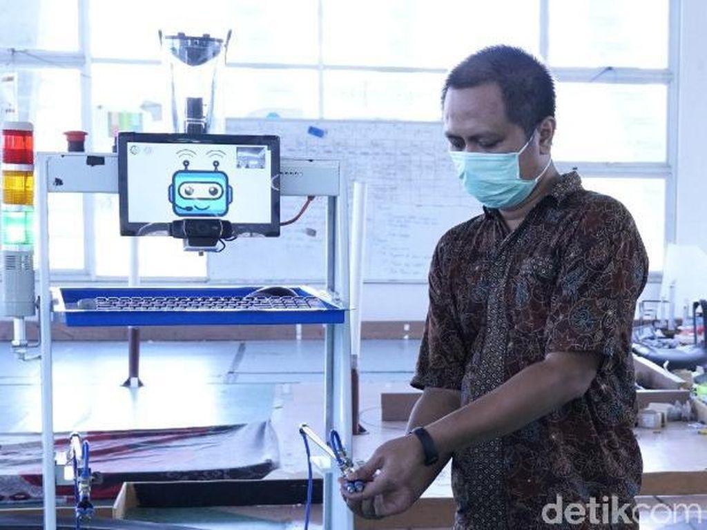 Robot RAISA untuk Pasien Corona Dilengkapi Penyemprot Disinfektan