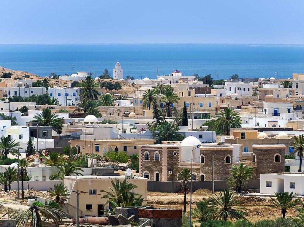 Tunisia Buka Area Publik, Warga Bisa Ngopi-Ngopi Lagi