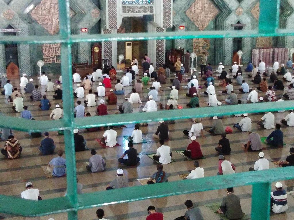 Masjid Al Markaz Makassar Tetap Gelar Salat Jumat saat PPKM dengan Prokes