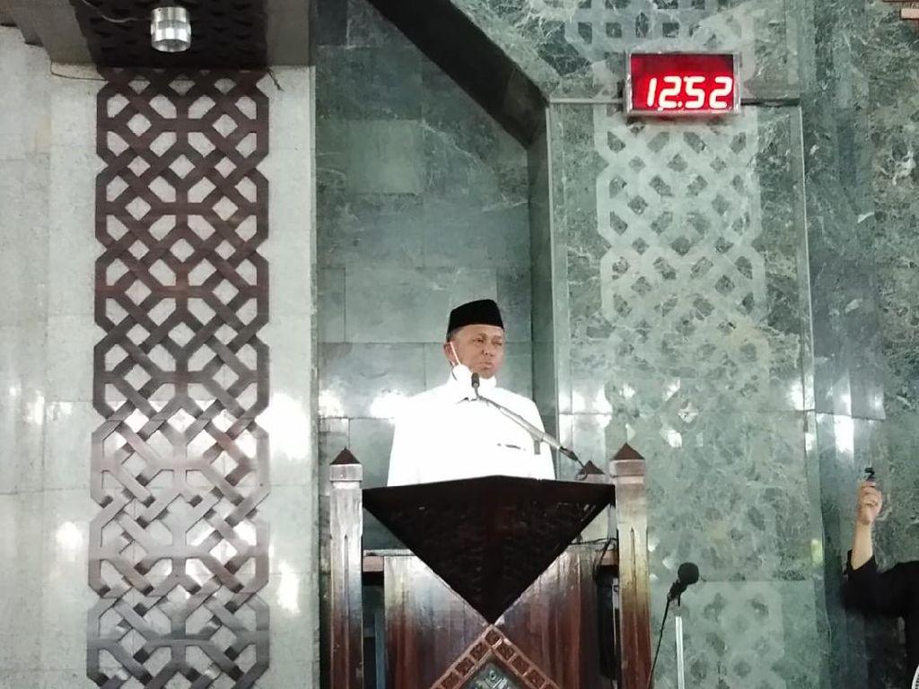 Jumatan di Masjid Al Markaz, Gubernur Sulsel: Jemaah Jaga Jarak-Pakai Masker