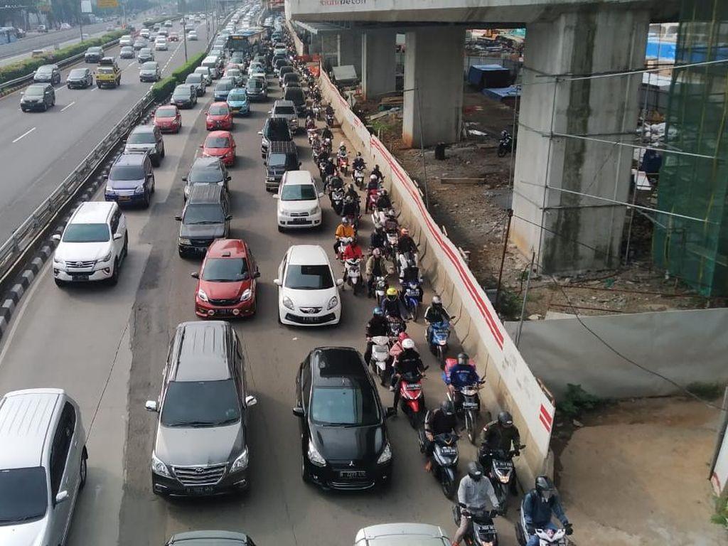 PSBB Masih Berlaku, Jalan Gatot Subroto Macet Lagi