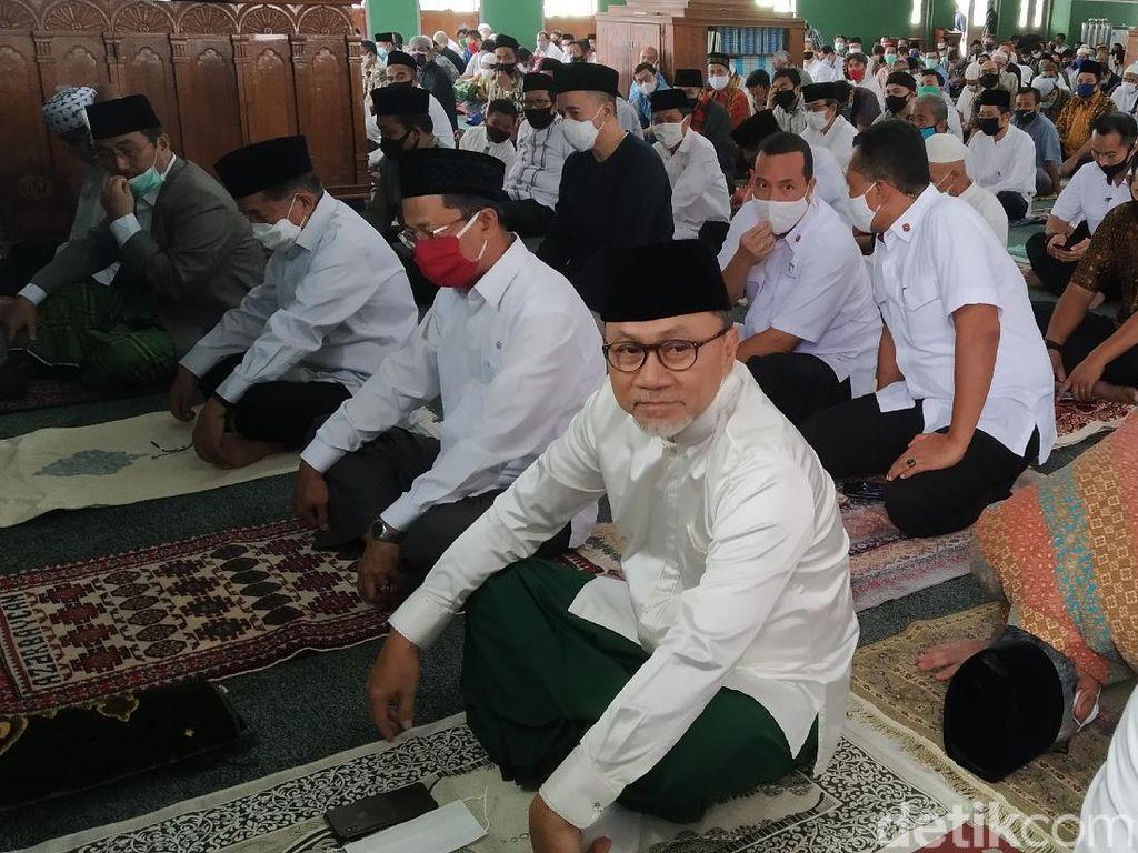Jusuf Kalla hingga Zulkifli Hasan Salat Jumat di Masjid Agung Al Azhar