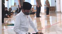 Video Jokowi Salat Jumat di Istana Pakai Protokol Kesehatan