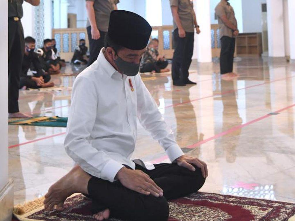 Pakai Protokol Ketat, Jokowi Salat Jumat di Masjid Baiturrahim Istana