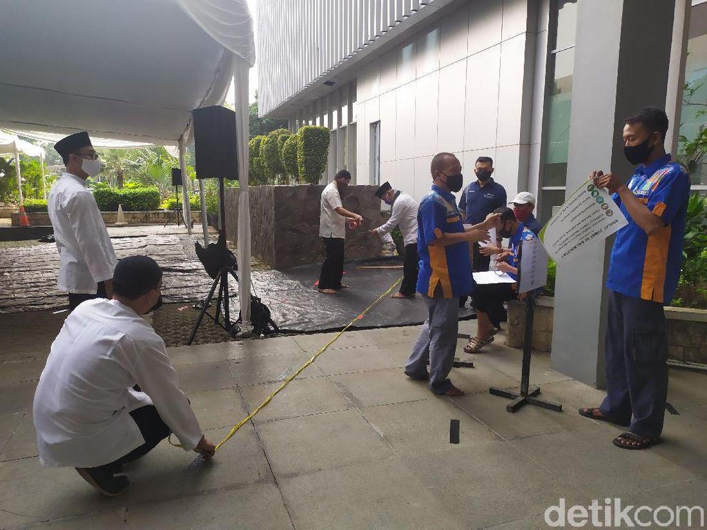 Melihat Persiapan Salat Jumat Masjid Balkot DKI di Hari ke-1 PSBB Transisi