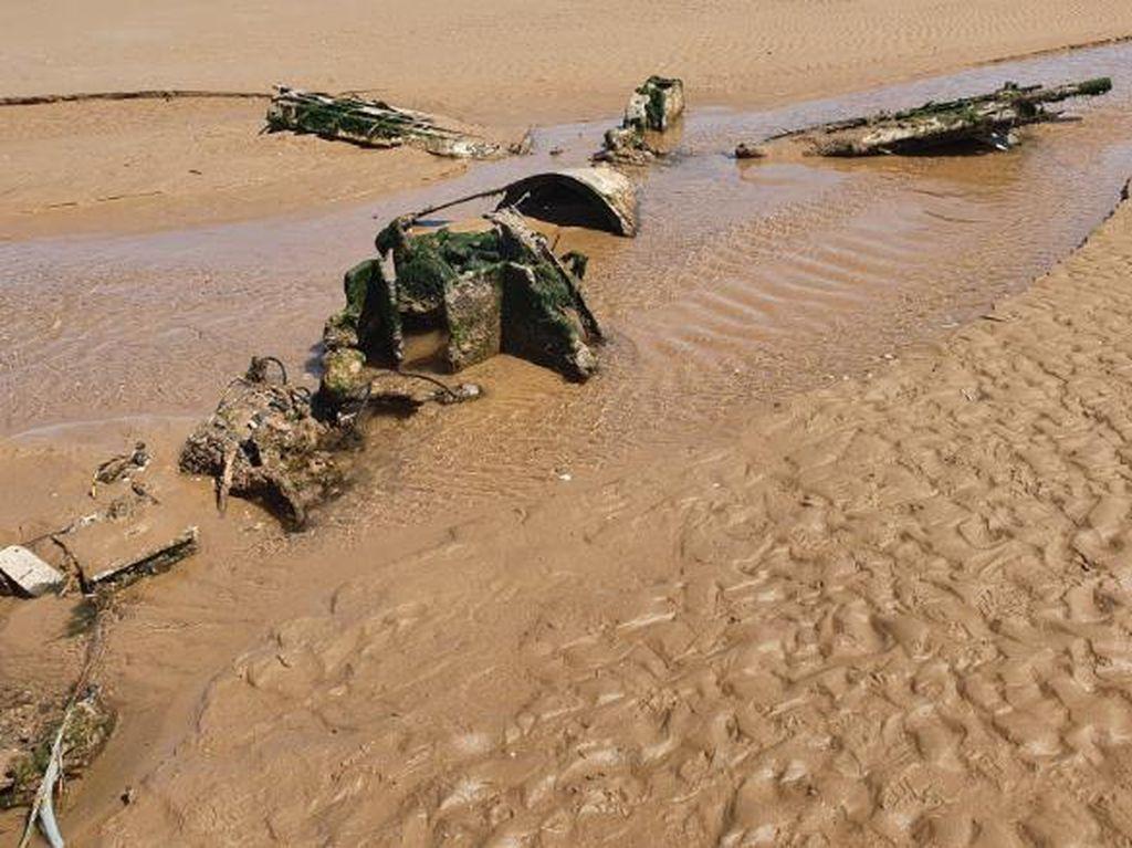 Wisatawan Temukan Pesawat Tempur PD II Saat Main di Pantai