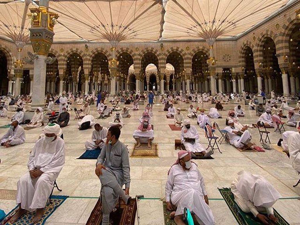 Melihat Suasana Sholat Jumat Terakhir Tahun 1441 Hijriyah di Masjid Nabawi