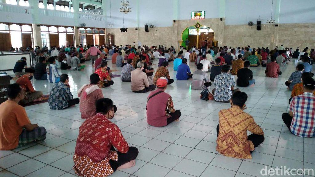 Suasana Salat Jumat di Masjid Agung Kulon Progo