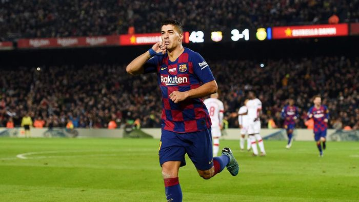 BARCELONA, SPAIN - DECEMBER 07: Luis Suarez of FC Barcelona celebrates after scoring his teams fourth goal during the Liga match between FC Barcelona and RCD Mallorca at Camp Nou on December 07, 2019 in Barcelona, Spain. (Photo by Alex Caparros/Getty Images)