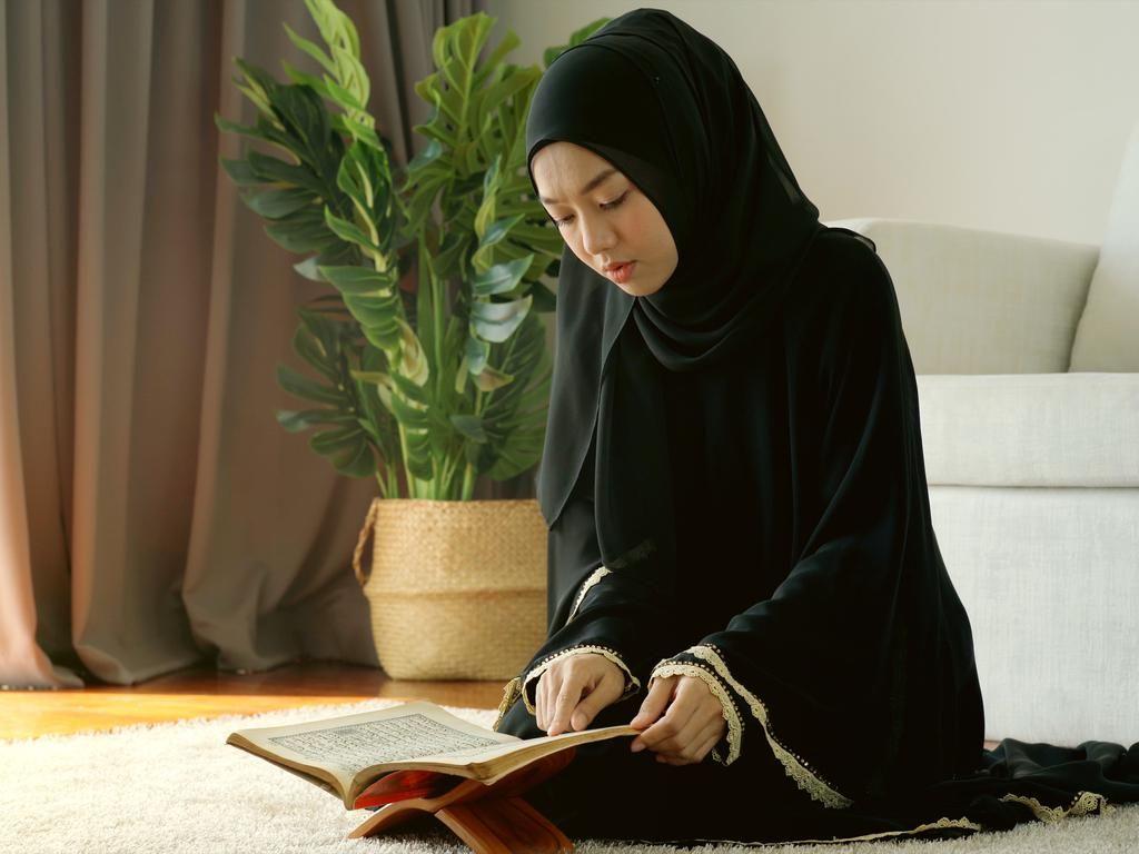 5 Ayat dan Surat Al Quran untuk Zikir Penenang Hati