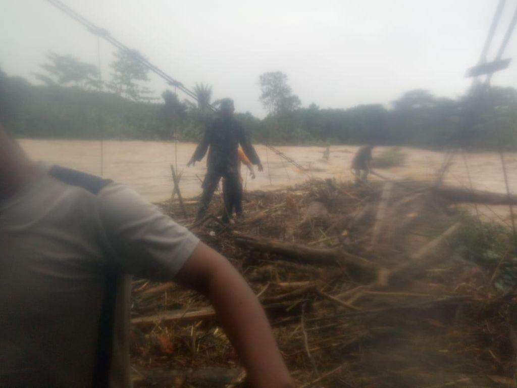 Banjir di Sidrap Rusak Jembatan Penghubung Antar Dusun
