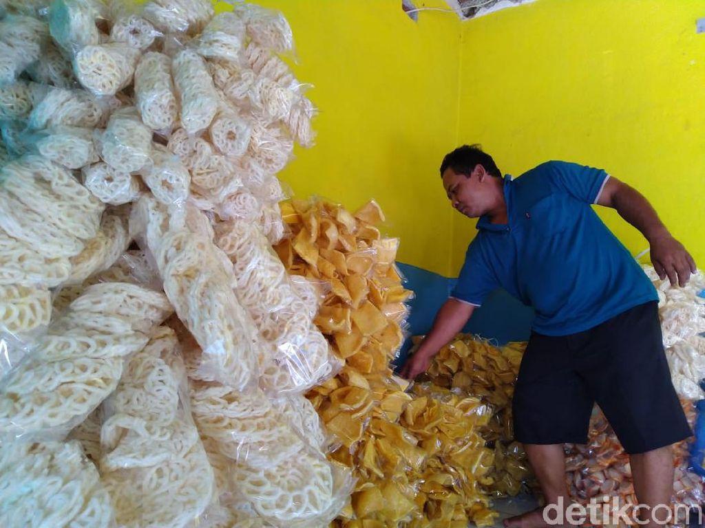 Penjual Kerupuk Ini Tak Kecewa Hajinya Ditunda Meski Berat Perjuangannya