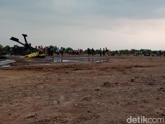 Helikopter jatuh di kawasan industri, Kendal, Sabtu (6/6/2020).