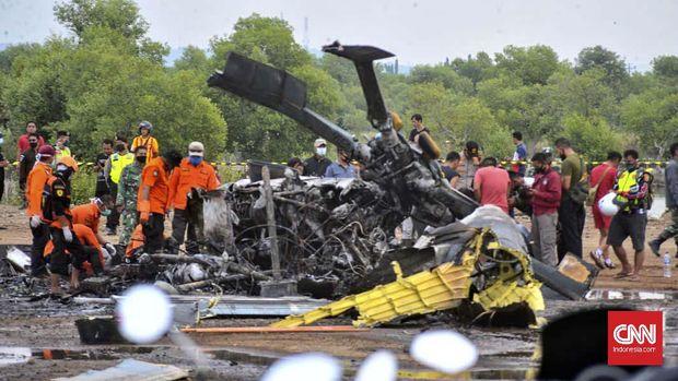 Helikopter jatuh lalu terbakar di Kendal, Jawa Tengah pada Sabtu (6/6)