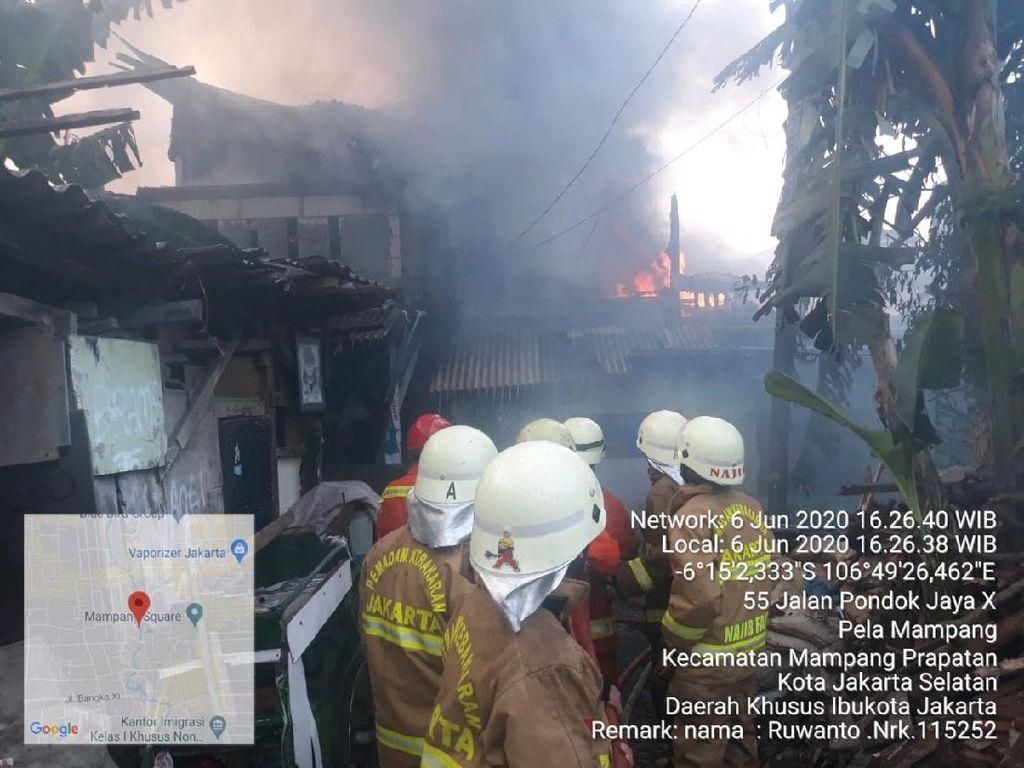 Rumah Terbakar di Hunian Padat Mampang, 15 Unit Mobil Damkar Dikerahkan