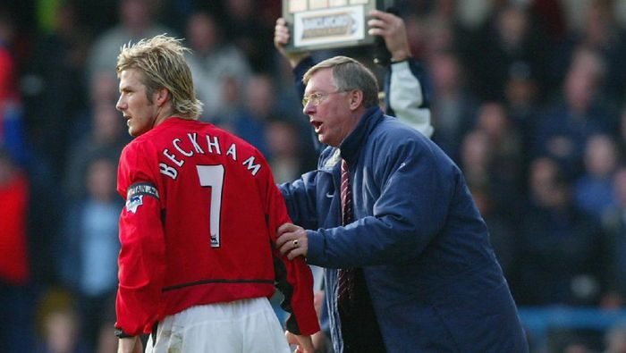 LONDON - OCTOBER 19:  Manchester United manager Sir Alex Ferguson gives instructions to David Beckham during the FA Barclaycard Premiership match between Fulham and Manchester United at Loftus Road in London on October 19, 2002. (Photo By Ben Radford/Getty Images)