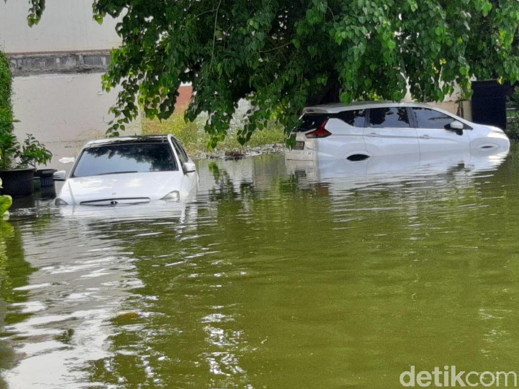 Kompleks Pantai Mutiara Jakarta Terdampak Rob, Ada Mercy Terendam