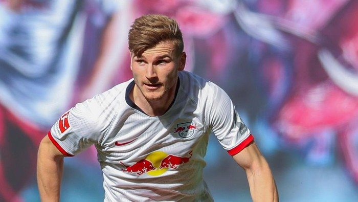 LEIPZIG, GERMANY - MAY 16: Timo Werner of RB Leipzig runs with the ball during the Bundesliga match between RB Leipzig and Sport-Club Freiburg at Red Bull Arena on May 16, 2020 in Leipzig, Germany. The Bundesliga and Second Bundesliga is the first professional league to resume the season after the nationwide lockdown due to the ongoing Coronavirus (COVID-19) pandemic. All matches until the end of the season will be played behind closed doors. (Photo by Jan Woitas/Pool via Getty Images)