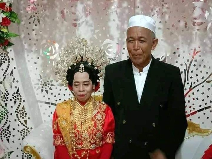 Viral kakek duda 73 tahun di Maros menikahi wanita lajang 51 tahun (M Bakrie/detikcom)