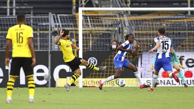 Emre Can, center, of Borussia Dortmund cheers on his opening goal during the German Bundesliga soccer match between Borussia Dortmund and Hertha BSC Berlin in Dortmund , Germany, Saturday, June 6, 2020. (Lars Baron, Pool via AP)