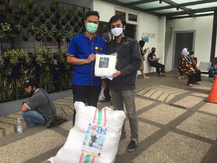 Cimahi Crisis Center salurkan bantuan APD