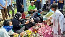 Duka Selimuti Pemakaman Kapten Fredy Korban Heli Jatuh di Kendal