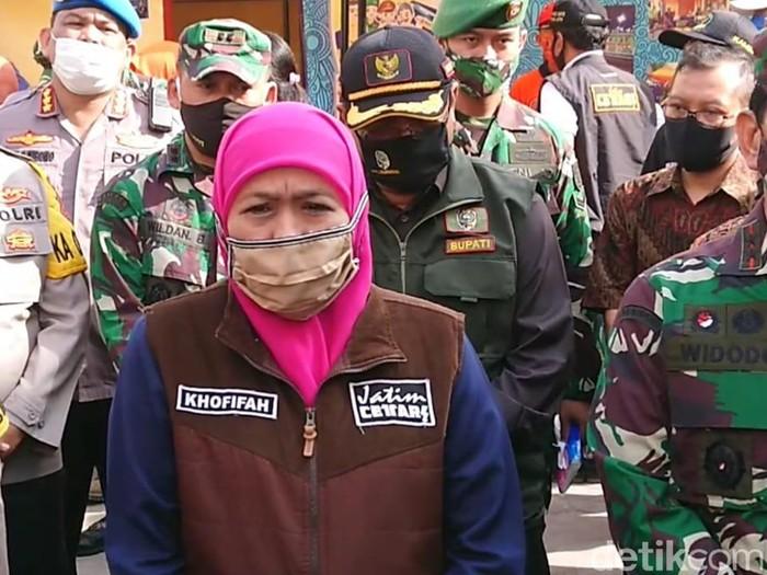 Gubernur Jawa Timur Khofifah Indar Parawansa memastikan wilayahnya masih mampu menangani pasien COVID-19. Sehingga tidak perlu dievakuasi ke Rumah Sakit Wisma Atlet Jakarta.
