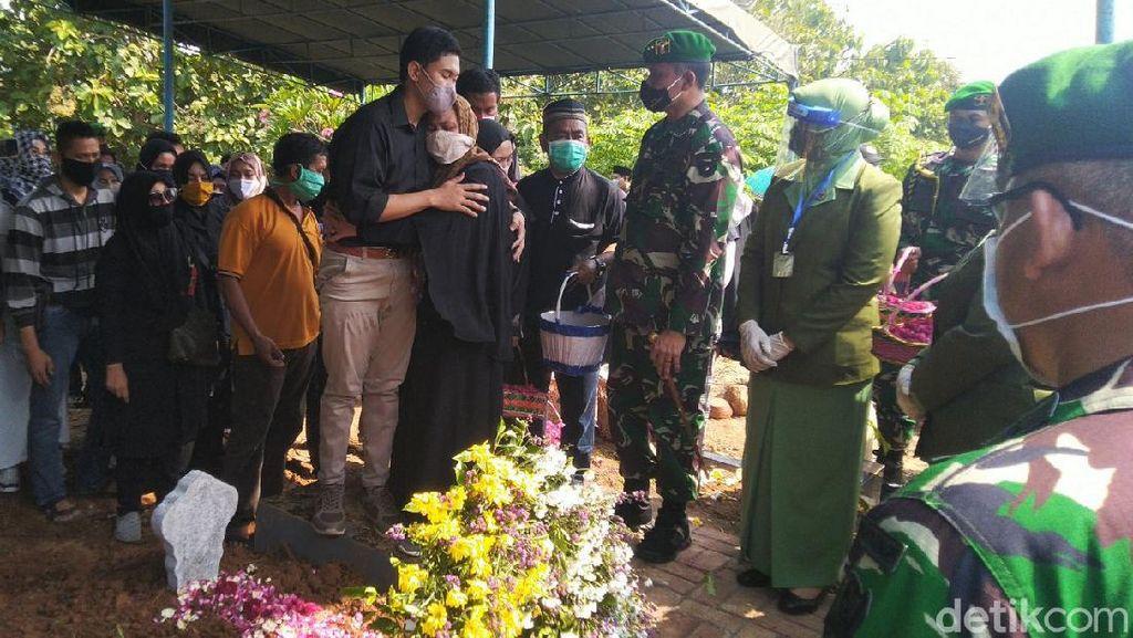 Momen Pemakaman Lettu Wisnu Korban Heli Jatuh di Kendal