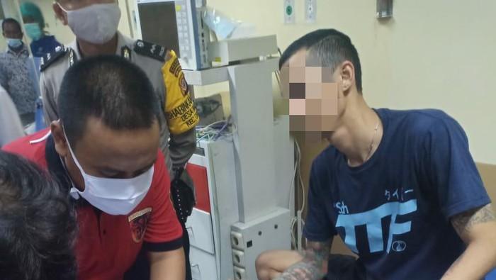 Pelaku pembakaran kakak kandungan sendiri diperiksa dan dirawat di RSUD Cianjur