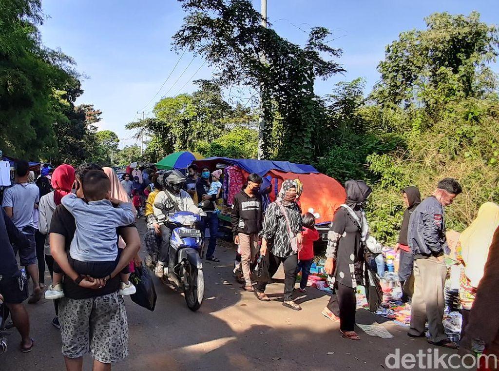 Kembali Dibuka, Pasar Minggu Jatinangor Sumedang Diserbu Warga