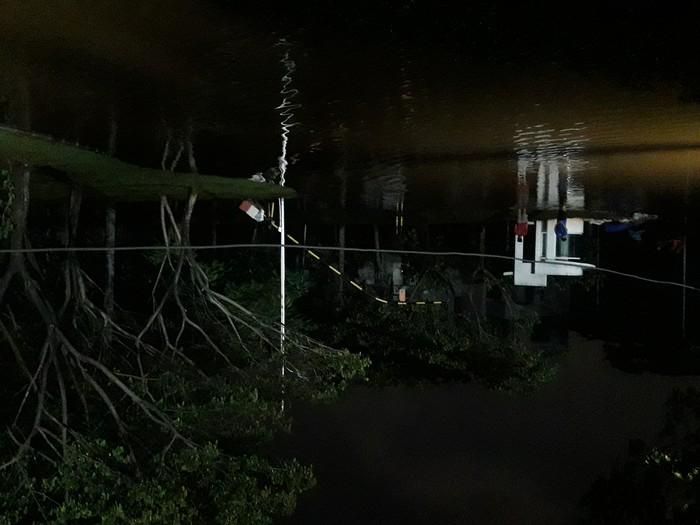 Suasana salah satu sudut Pantai Mutiara, 7 Juni 2020, gelap dan basah akibat rob. (M Ilman/detikcom)
