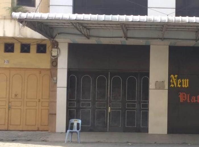 Tempat diduga lokasi pijat plus-plus di Medan kini tutup usai digerebek aparat. (Datuk HM/detikcom)