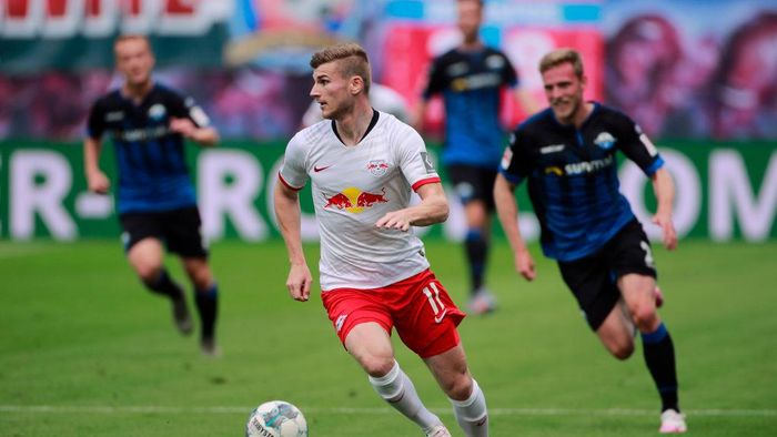 LEIPZIG, GERMANY - JUNE 06:  Timo Werner of RB Leipzig makes a break during the Bundesliga match between RB Leipzig and SC Paderborn 07 at Red Bull Arena on June 6, 2020 in Leipzig, Germany. (Photo by Hannibal Hanschke/Pool via Getty Images)