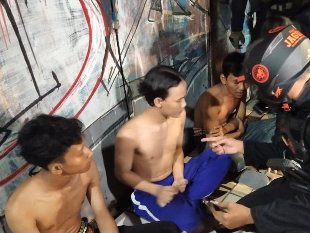 Diduga Hendak Tawuran, 3 Remaja Pembawa Keris di Depok Diamankan Polisi