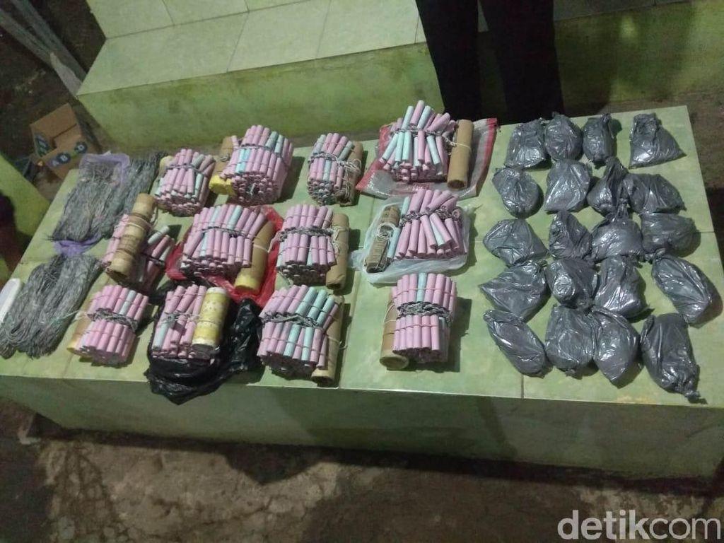 Polisi Gerebek Rumah di Probolinggo yang Simpan Bahan Peledak Petasan