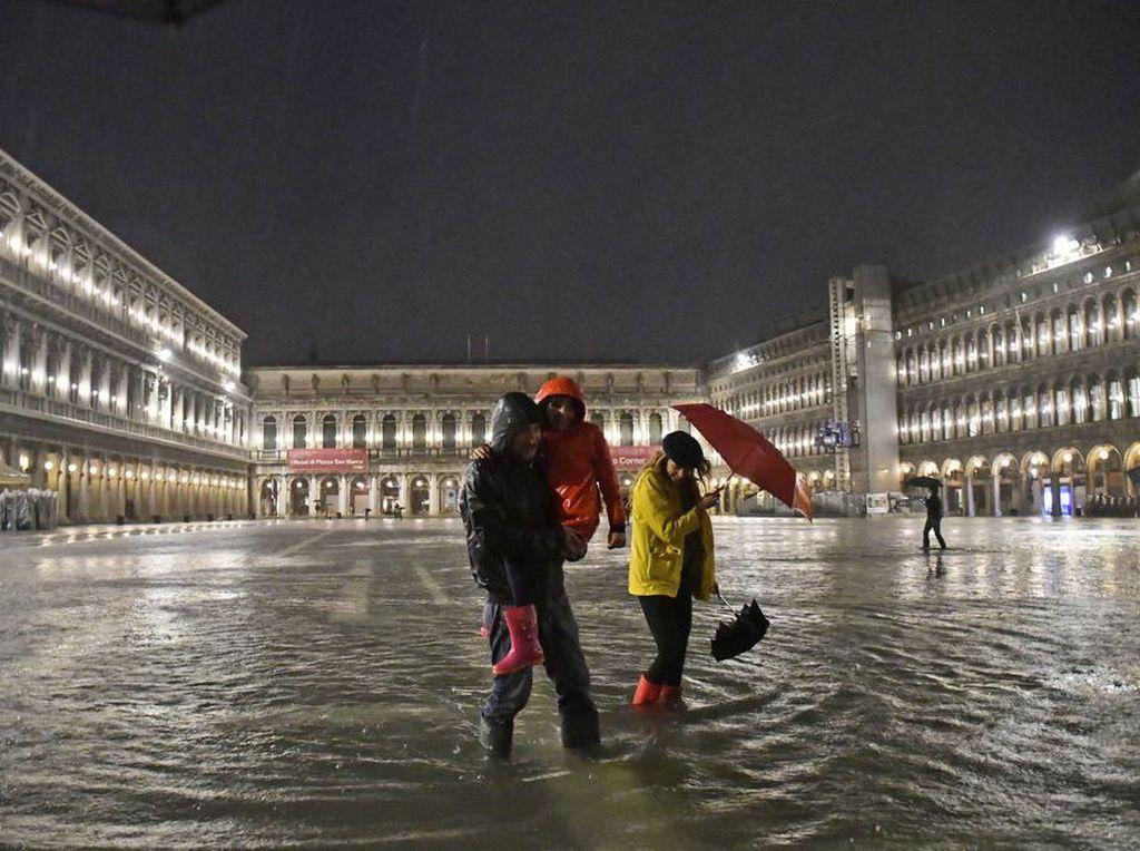 Italia Baru Membuka Perbatasan, Disambut Banjir Venesia