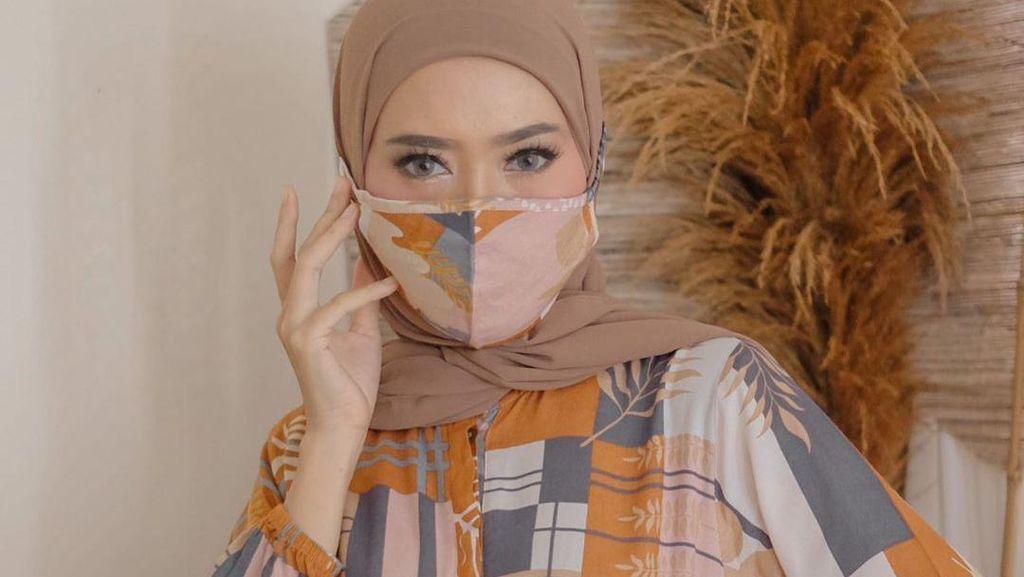 New Normal, Ini 10 Inspirasi OOTD Hijab Pakai Masker Kain Ala Selebgram