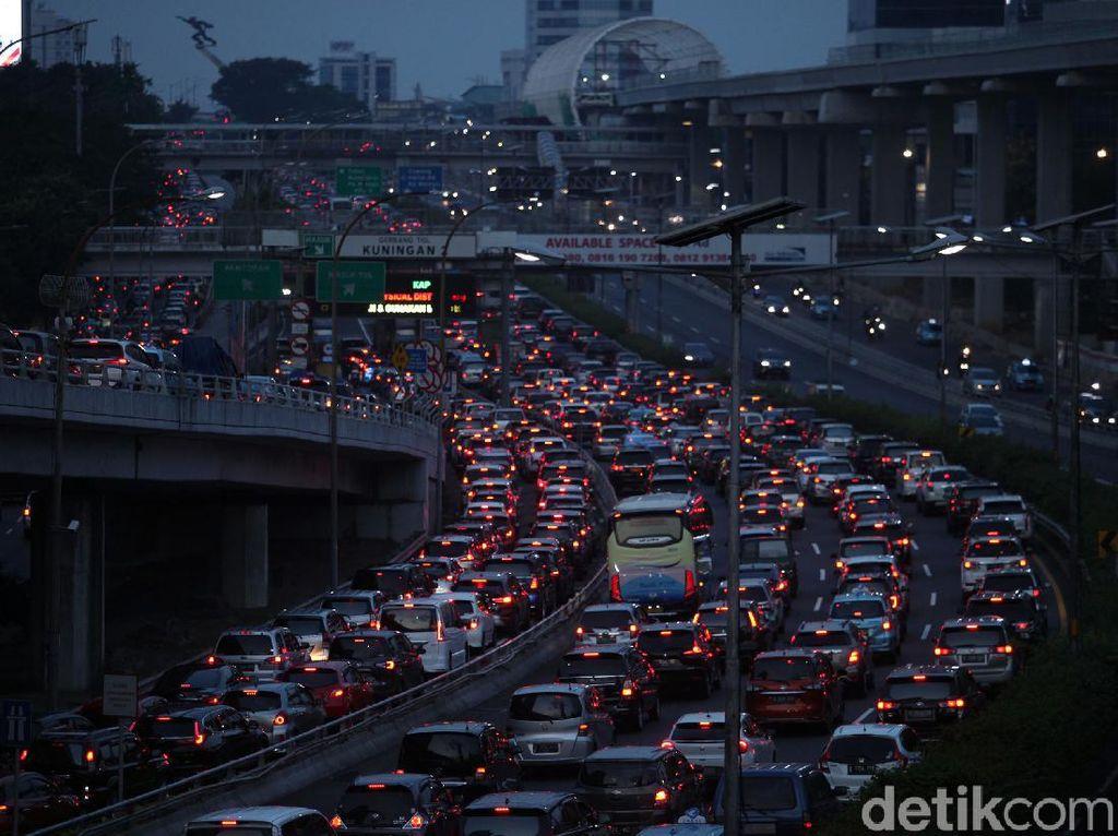 Jakarta 3 Besar Kota Bikin Stres Berkendara di Dunia, Yakin Masih Mau Bawa Kendaraan Pribadi?