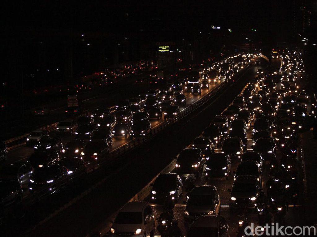 Data Waze: Kemacetan Lalu Lintas Naik Hingga 32,7% saat PSBB Transisi