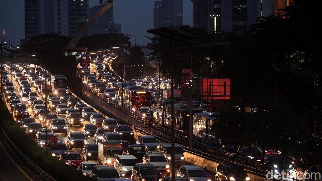 Potret Jakarta yang Kembali Macet di Jam Pulang Kerja