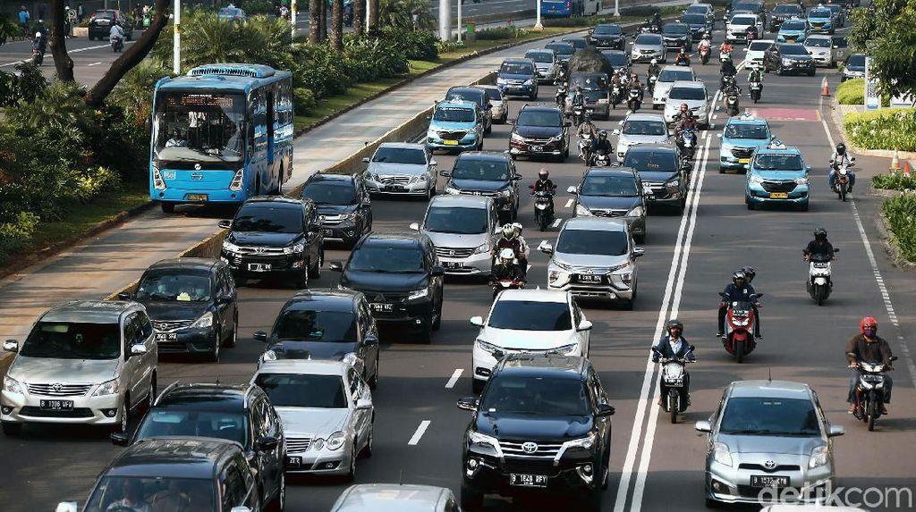 Perkantoran di DKI Mulai Buka, Jalan Sudirman Macet