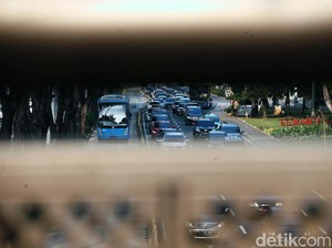 Jakarta Dikepung Macet Saat Perkantoran Buka Perdana di Masa PSBB Transisi