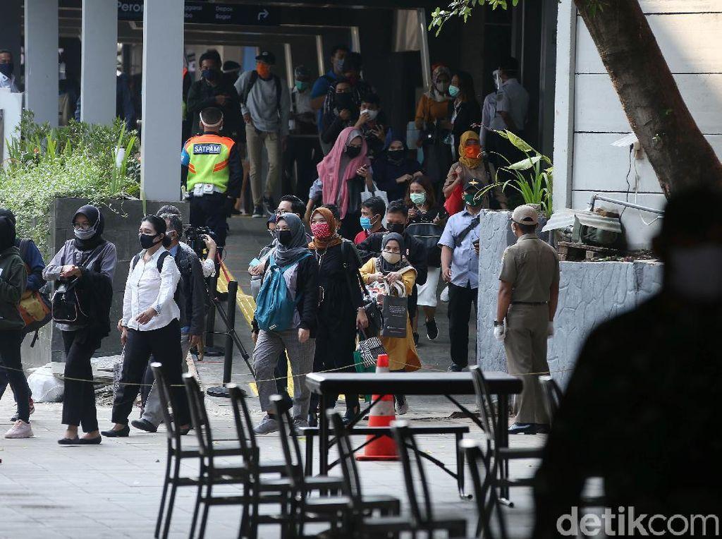 Kasus Baru COVID di DKI Pecah Rekor, NasDem Minta Anies Serius Edukasi Warga