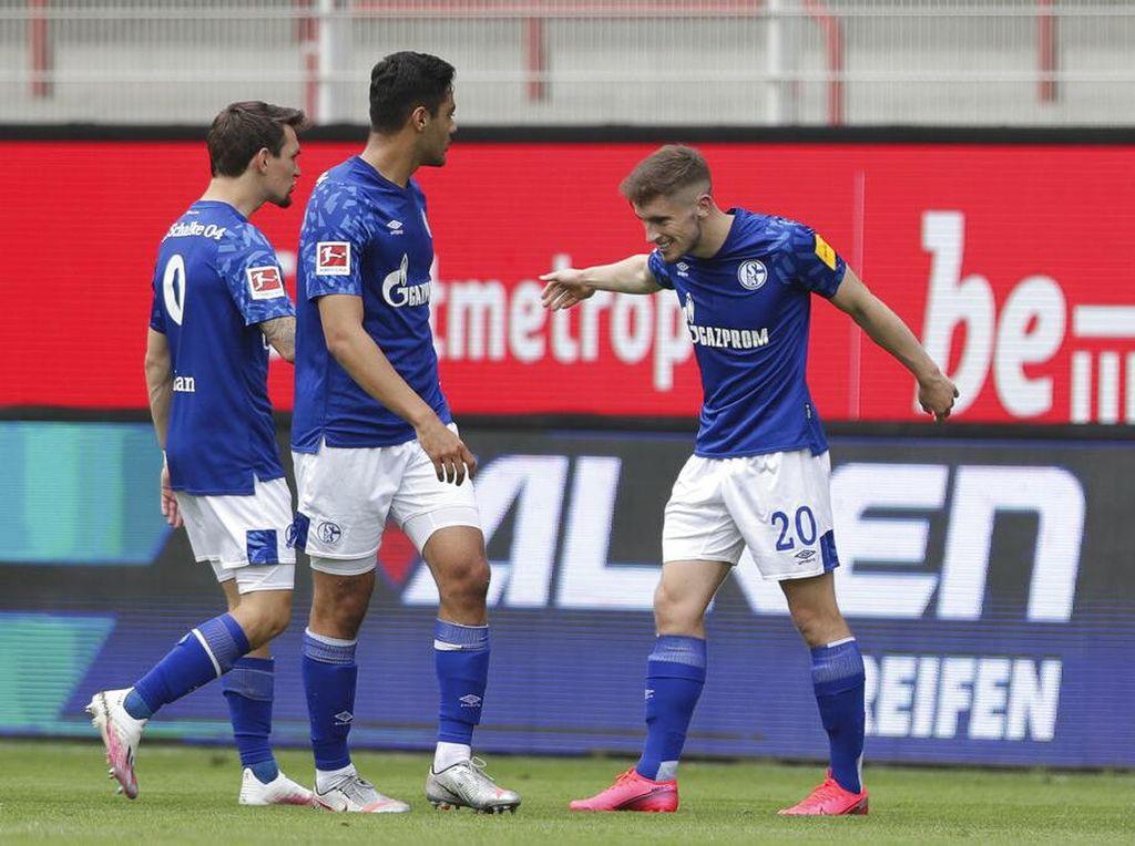 Schalke Suram Sekali