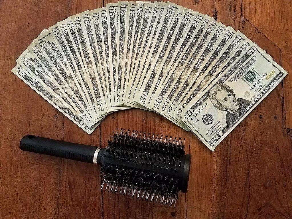 Sisir Unik Multifungsi, Bisa untuk Sisir Rambut dan Simpan Uang